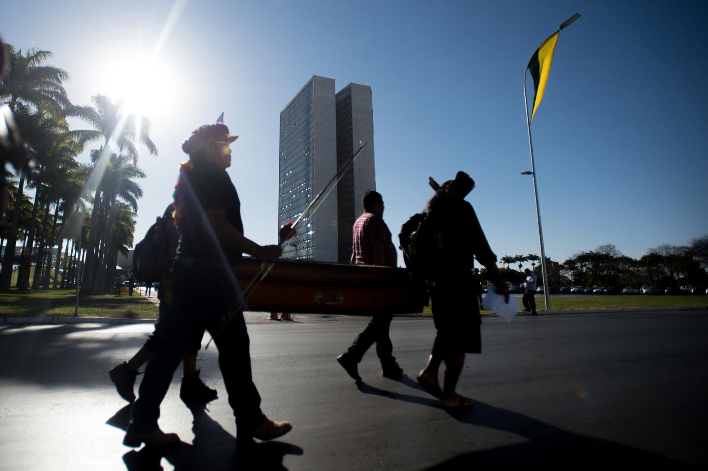 Lideranças indígenas de seis povos (Guarani-kaiowá, Terena, Munduruku, Baré, kambeba e Baniwa) realizam ato em protesto ao assassinato do líder Guarani-Kaiowá, Simeão Vilhalva