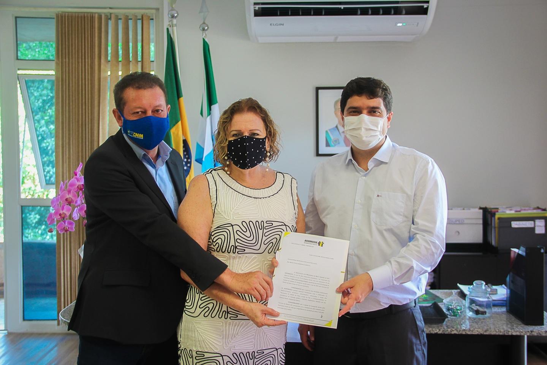 No começo do mês, Valdir Júnior esteve com a secretária Maria Cecília