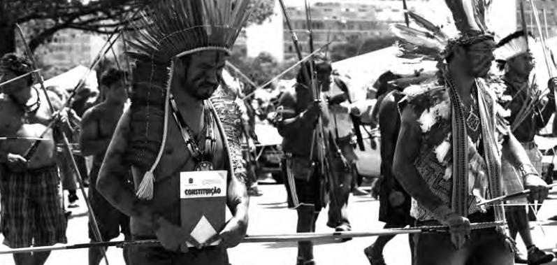 Indígena lembra dos seus direitos garantidos na Consituição Federal da República Federativa do Brasil