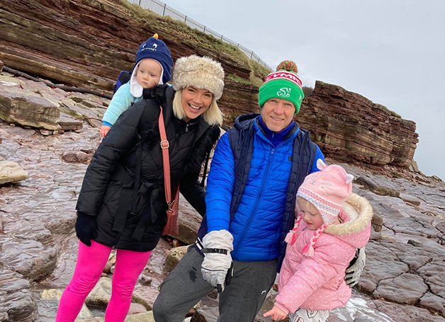 Lily e família no local da descoberta