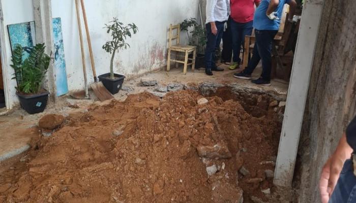 Polícia encontra corpos de mãe e filha enterrados em quintal de casa em Pompeia