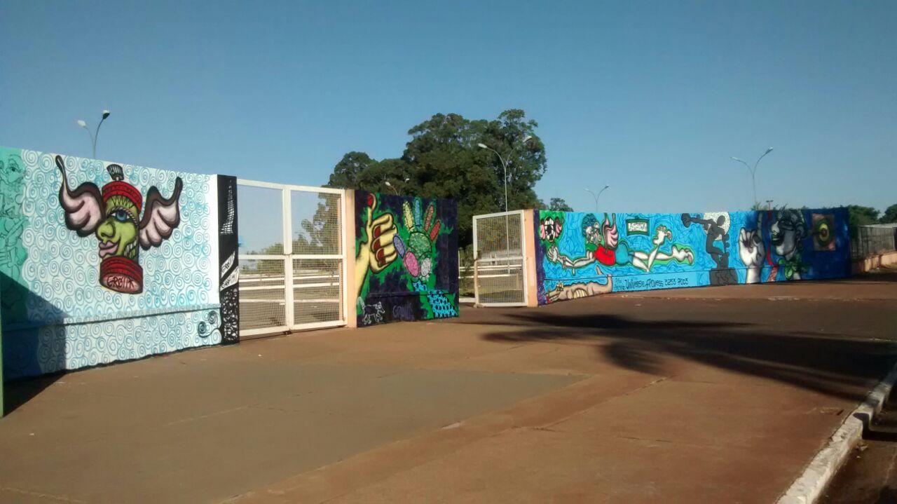 Muru tinha esses grafites de Marilena antes de ser coberto