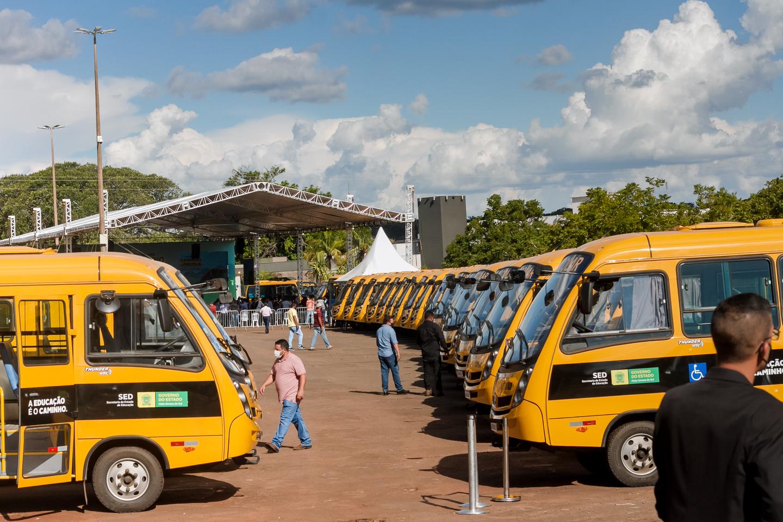 Ônibus entregues à Mato Grosso do Sul