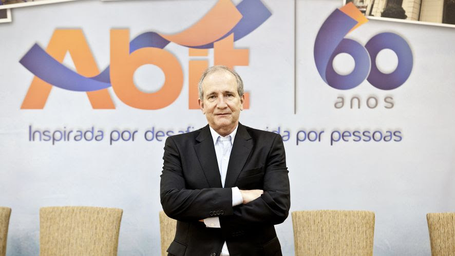 Fernando Valente Pimentel.