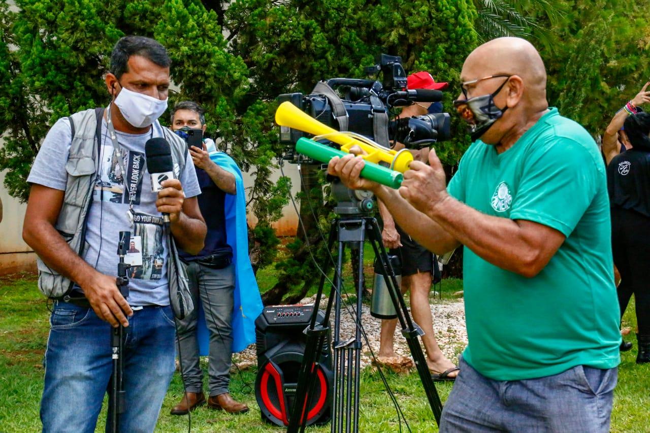 Cinegrafista da TV Morena foi atacado por extremistas de direita em frente a prefeitura de Campo Grande