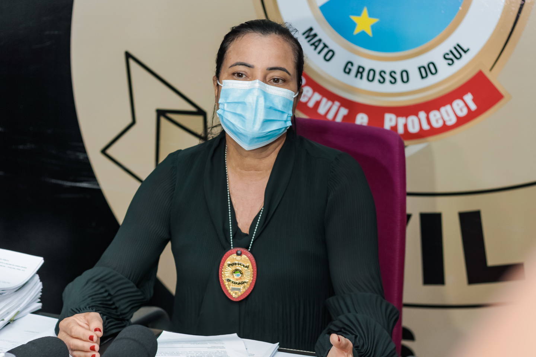 Essa é a delegada plantonista Joilce Ramos.