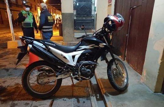 Tentou escapar a bordo de uma motocicleta linear com placa 9789-TM . Foto: Reprodução