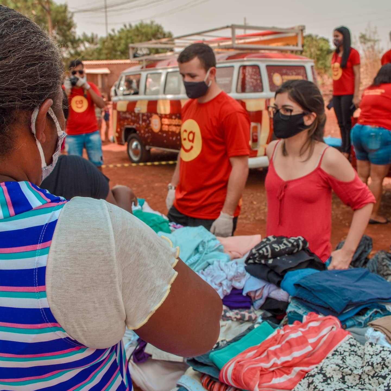 Voluntários do Causadores da Alegria em ação. Foto: Reprodução | Facebook