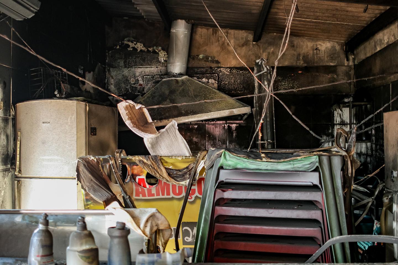 Fogo atingiu consumiu praticamente tudo que estava no interior da cozinha em 25 de dezembro. Foto: Tero Queiroz   MS Notícias