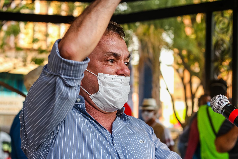 Vander em discurso na Praça Ary Coelho em Campo Grande - Foto: Tero Queiroz