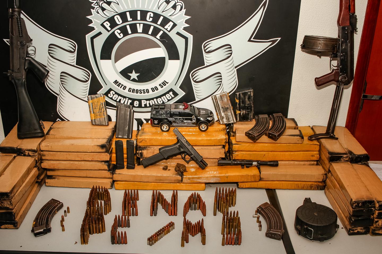 Armas, munições e drogas apareendias pela Denar. Foto: Tero Queiroz