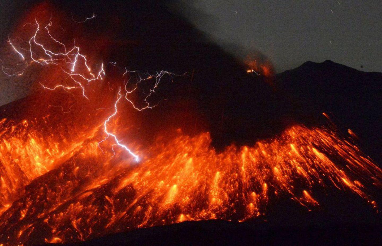 Erupção do vulcão Sakurajima, no Japão.