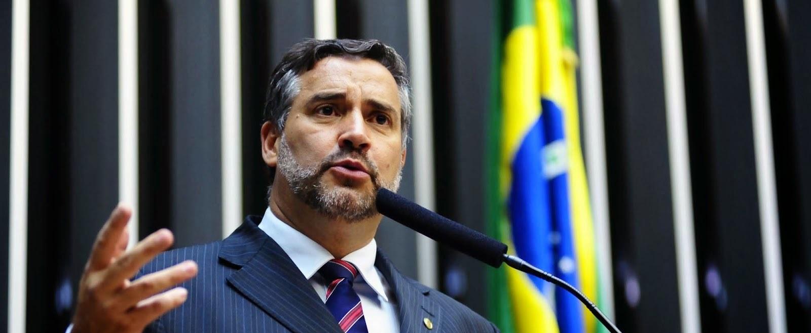 Lula será candidato mesmo condenado, diz líder do PT
