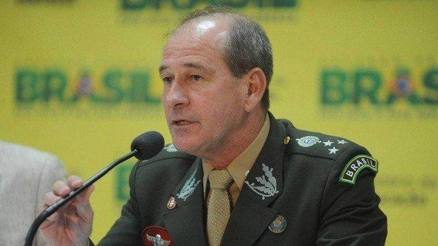 Bolsonaro anuncia ministro da Defesa nesta terça-feira